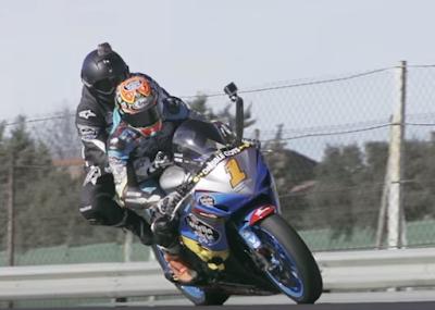 Apa jadinya jika dua balapan akbar di dunia saat ini, MotoGP dan Formula 1 dipertemukan dalam satu lintasan?