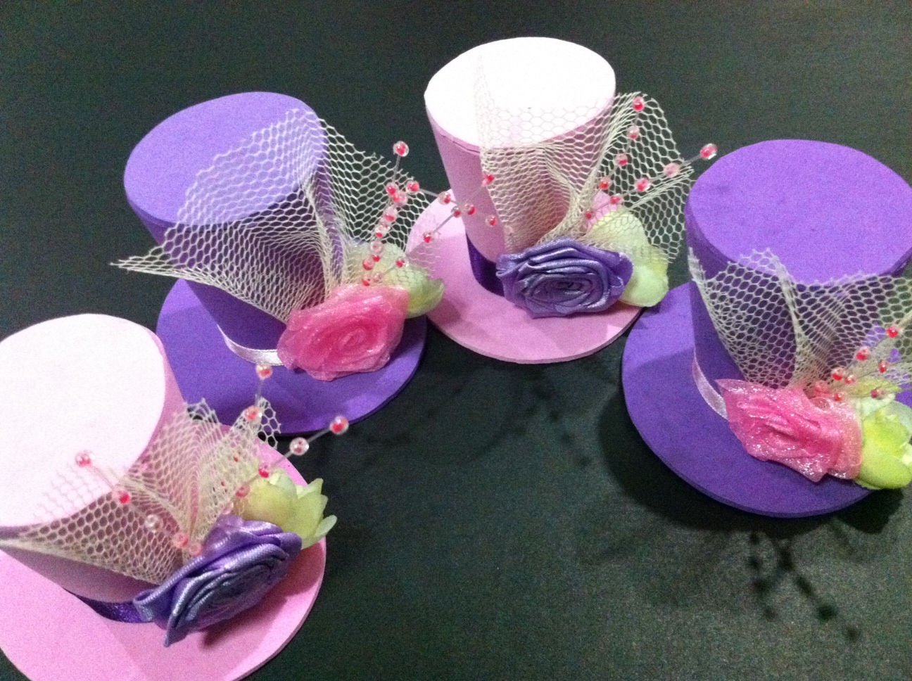 Bunay 39 s little corner fun diy mini top hat headpieces for Tiny top hats for crafts