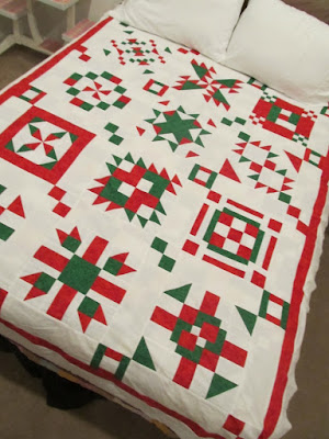 A HOLIDAY Quilt Pattern digital download by The Quilt Ladies