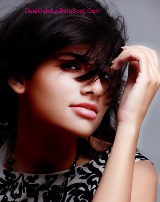 Vanya Mishra sexy looks