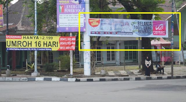 Pasang Spanduk di Jalan Bandung