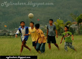 http://www.jurukunci.net/2013/11/16-peraturan-sepak-bola-ketika-kita-masih-anak-anak.html