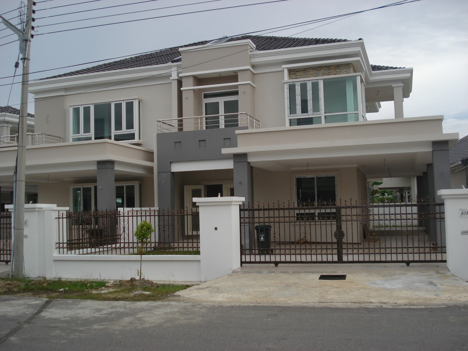 EM REAL ESTATE AGENCY HOUSE FOR SALE IN MIRI SARAWAK