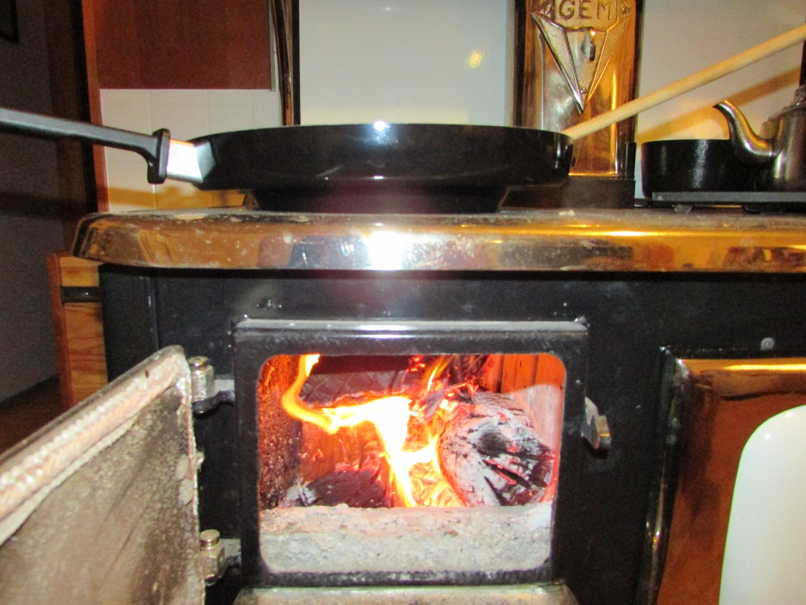 wood cookstove cooking chinese cooking taking your wood