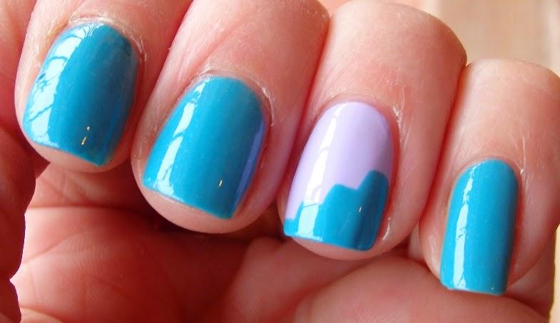 manicura azul y malva