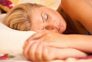 Bahaya Tidur Malam Hari dengan Lampu Menyala