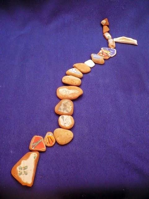 http://emilowowarsztatowo.blogspot.com/2011/12/ukadanka-ceramiczna.html
