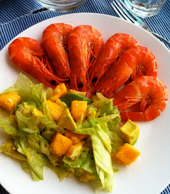 SouthernSpoon blog: mango avocado salad with prawns