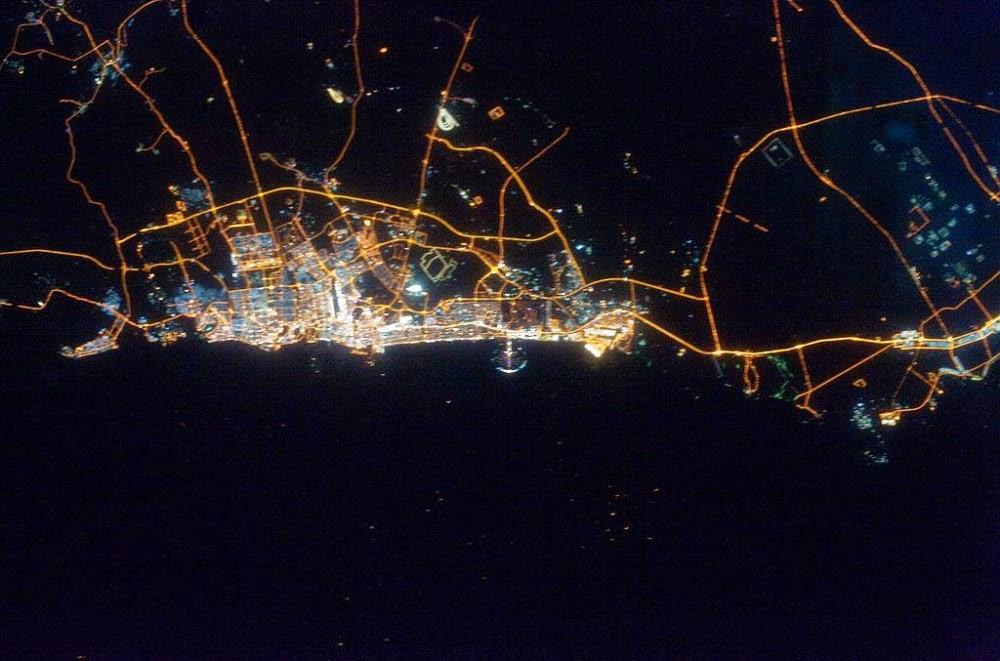 Dubai de noche. www.plataformaurbana.cl