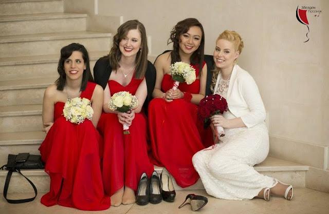 Красиви Шаферки с Червени Рокли