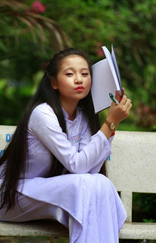 Diễn viên nhí Tam Triều Dâng xinh xắn với áo dài 7