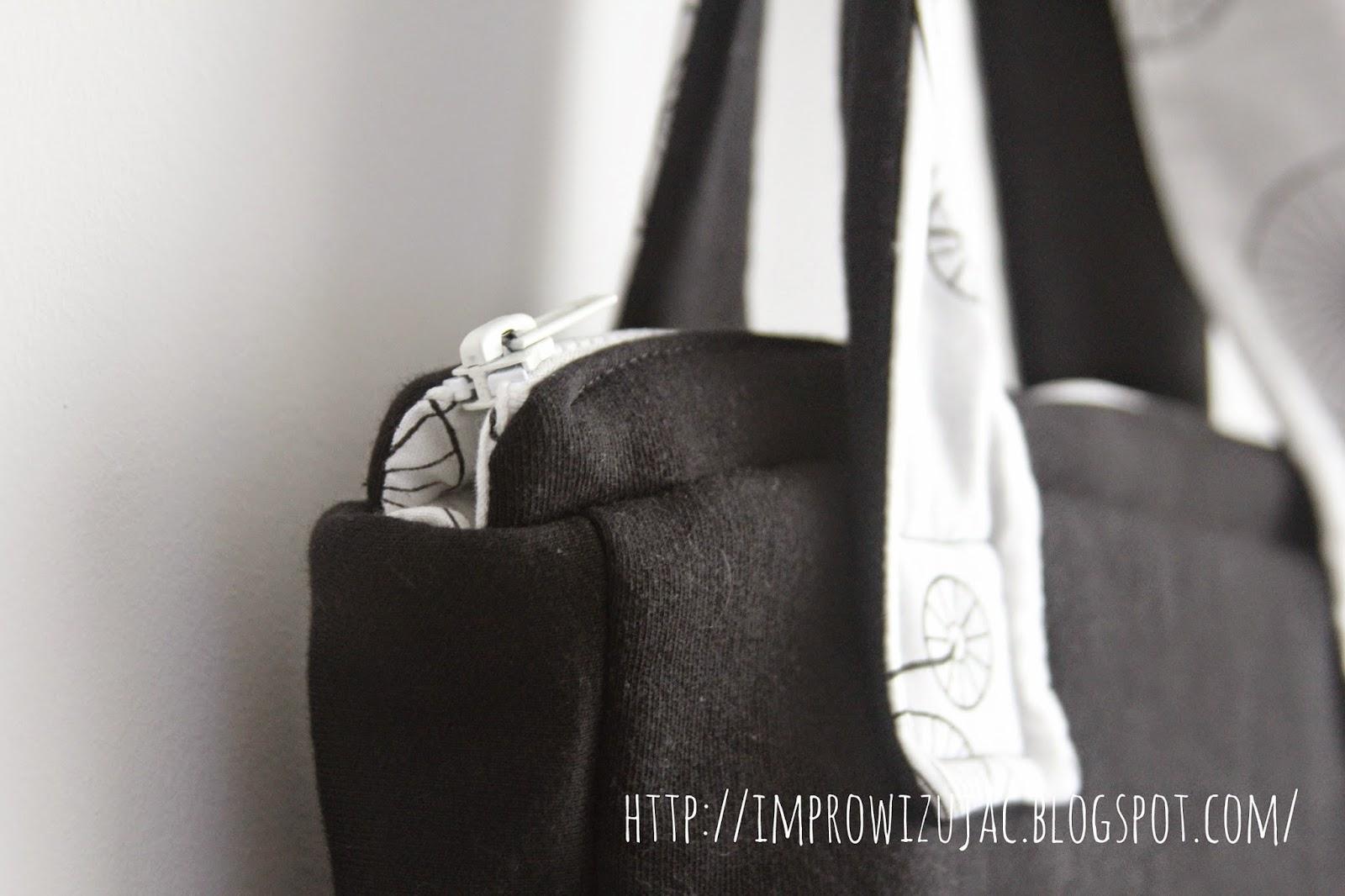 zamek w dresowej torbie