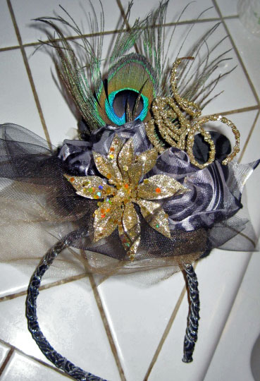 Make fascinators: 14 fabulous fascinator projects, simple to advanced.