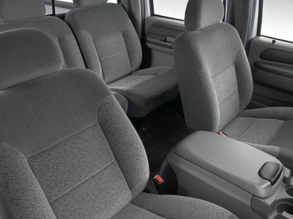 Ford F-250 Cabine simples - Muito conforto por dentro. Os bancos e console central são modernos e multi-funcionais