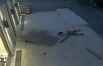 Suicidio en las Afueras de un Centro Comercial