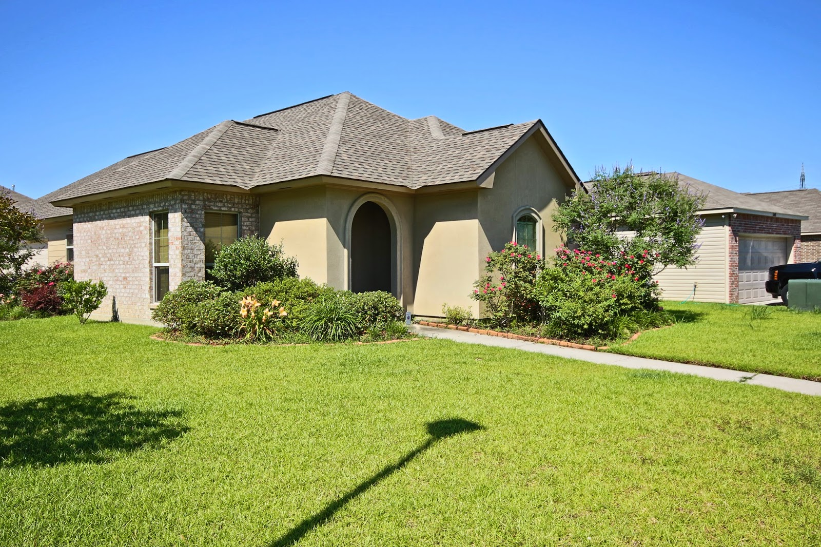 http://www.batonrougerealestatedeals.com/listing/mlsid/393/propertyid/B1408114/syndicated/1/