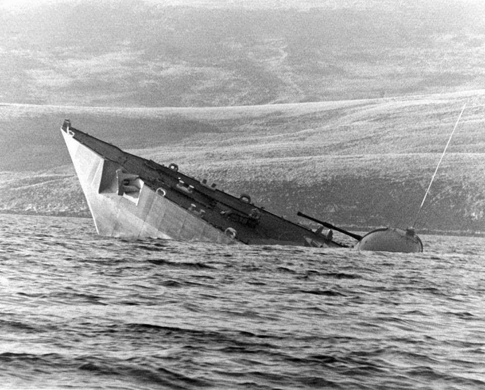 Hundimiento de la Fragata HMS Antelope tras el ataque del Primer Teniente Luciano Guadagnini