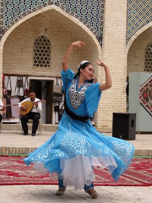 Uzbekistán, danzarina uzbeka