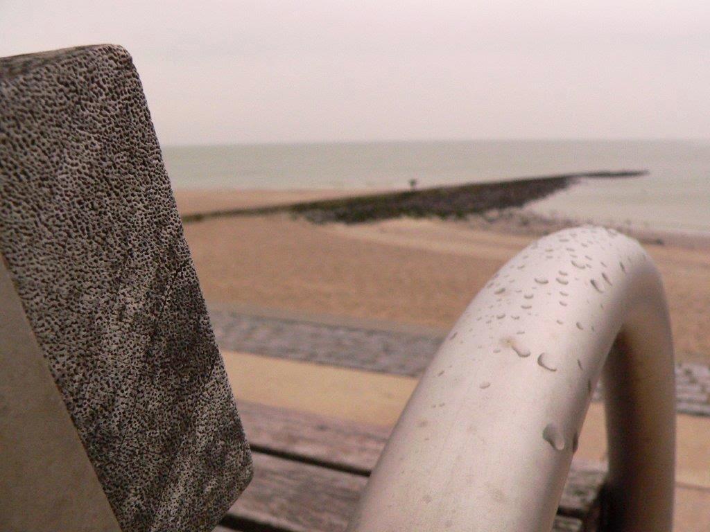 Wochenende Winter Urlaub Insel Bank Meer Steg Tropfen Regen grau