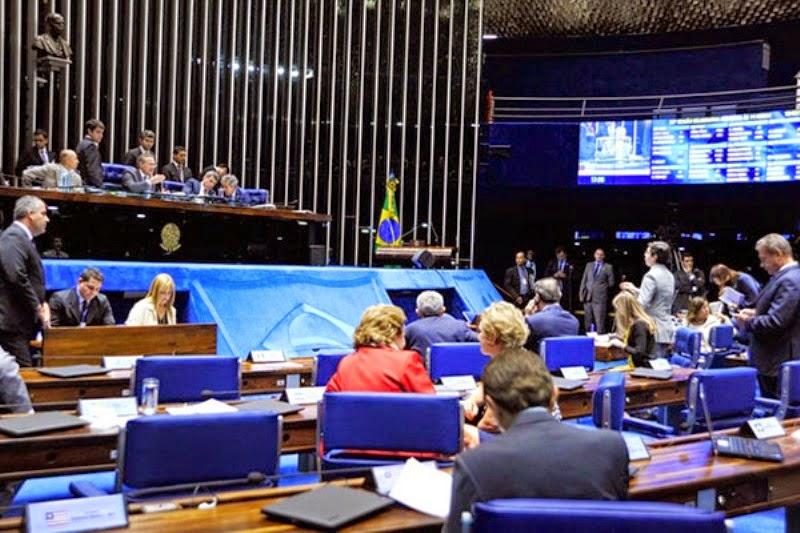 Senado aprova PEC das coligações partidárias para vereador e deputado.
