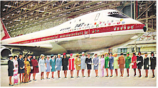 Boeing+747+flight+attendants+1.jpg