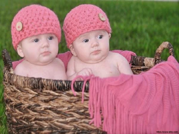 Adorable image bébé fille jumelle