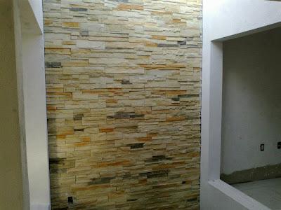 Decoraci n minimalista y contempor nea ejemplos de muros for Piedra artificial decorativa para interiores