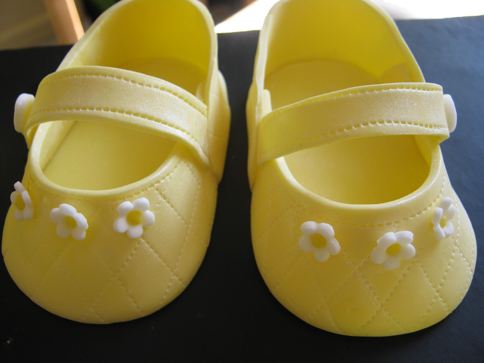 Cake Decorating Baby Shoe Template : Annie s Appetite: Making Gumpaste Baby Shoes