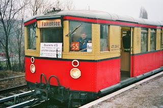 S-Bahn: So erlebte die S-Bahn nach dem Mauerfall ihre Renaissance S-Bahn-Fahrer Dieter Müller ist mit seinen Zügen auch zu DDR-Zeiten durch die Hauptstadt gefahren. Doch erst nach dem Mauerfall mögen die Berliner das Verkehrsmittel wieder., aus Berliner Morgenpost