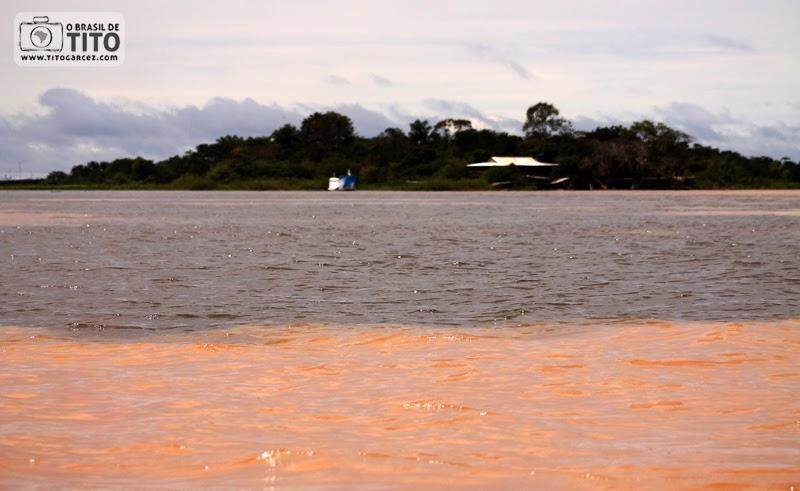 Encontro das águas dos rios Amazonas e Tapajós, em Santarém, no Pará, na Amazônia