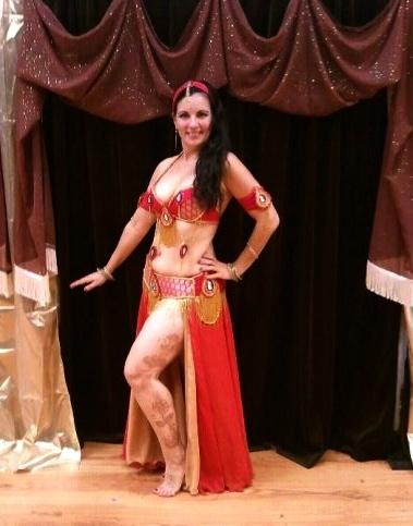 Sexy mature belly dancer