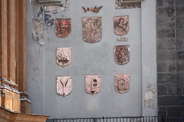 I simboli dei sedili di Napoli