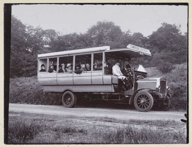 Geologists' Association Motor excursion in Surrey, June 6th 1914. At Newlands Corner.