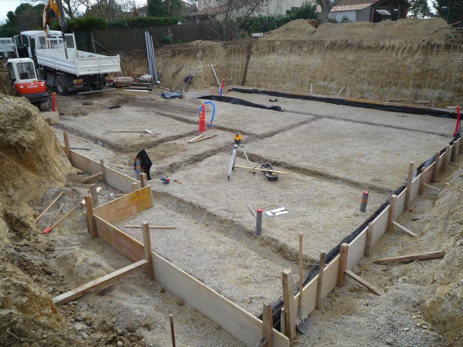 Notre maison en haute garonne fondations un joli radier for Radier piscine beton