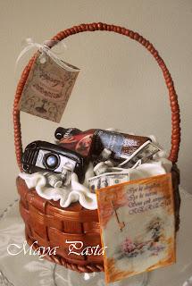 Gift basket cake