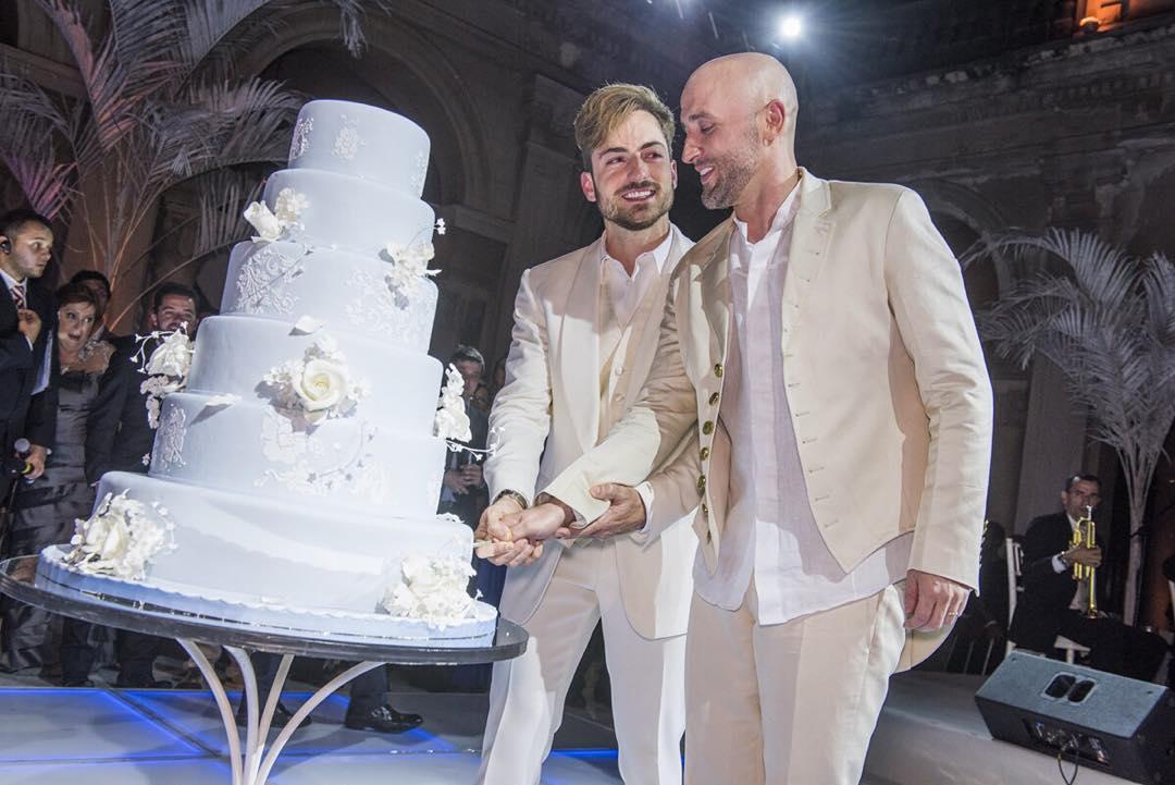 Paulo Gustavo posta foto do casamento com mensagem de liberdade e aceitação
