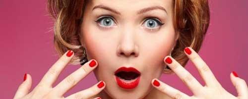 maquillarse mucho