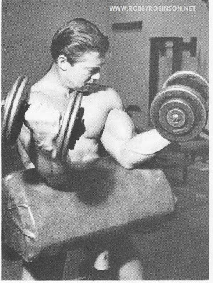 "LARRY SCOTT - ""THE GREAT SCOTT""  OLD SCHOOL TRAINING - SCOTT BENCH DUMBBELL BICEPS CURLS ROBBY'S MASTER CLASS ▶ www.robbyrobinson.net/master-class.php"