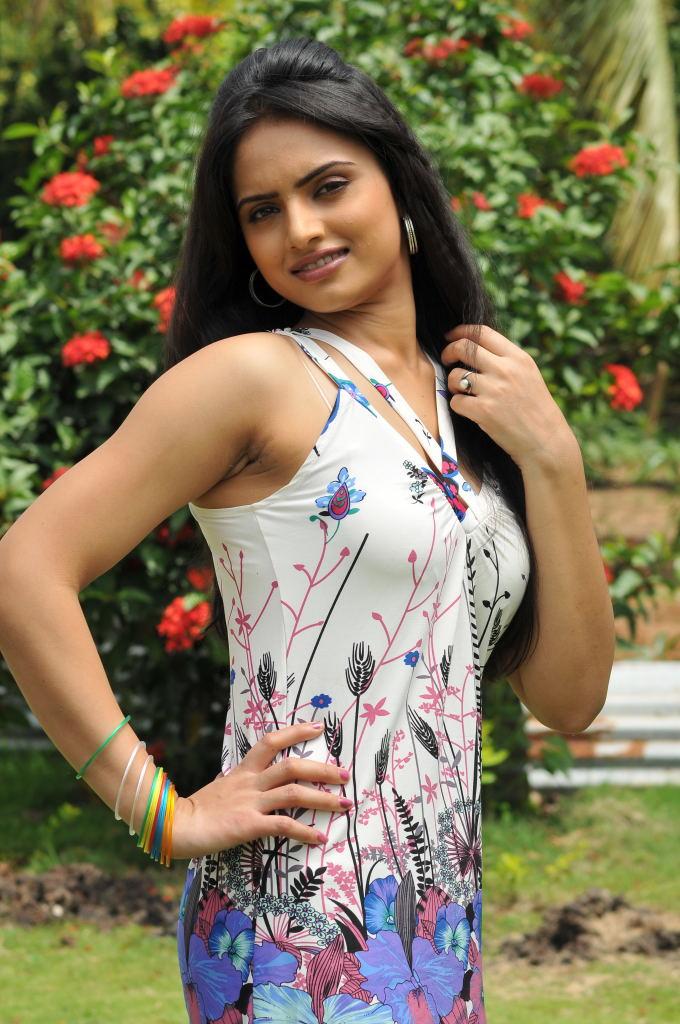 Reetu Kaur Photos Hot ...