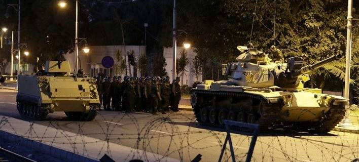 Πραξικόπημα στην Τουρκία: Στρατός και άρματα μάχης στους δρόμους