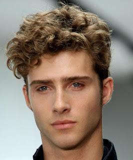 model-rambut-ikal-pria_58975547
