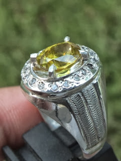 natural green sphene