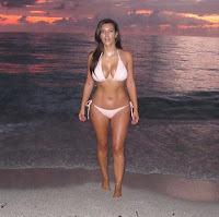 Kim Kardashian great body in a hot bikini