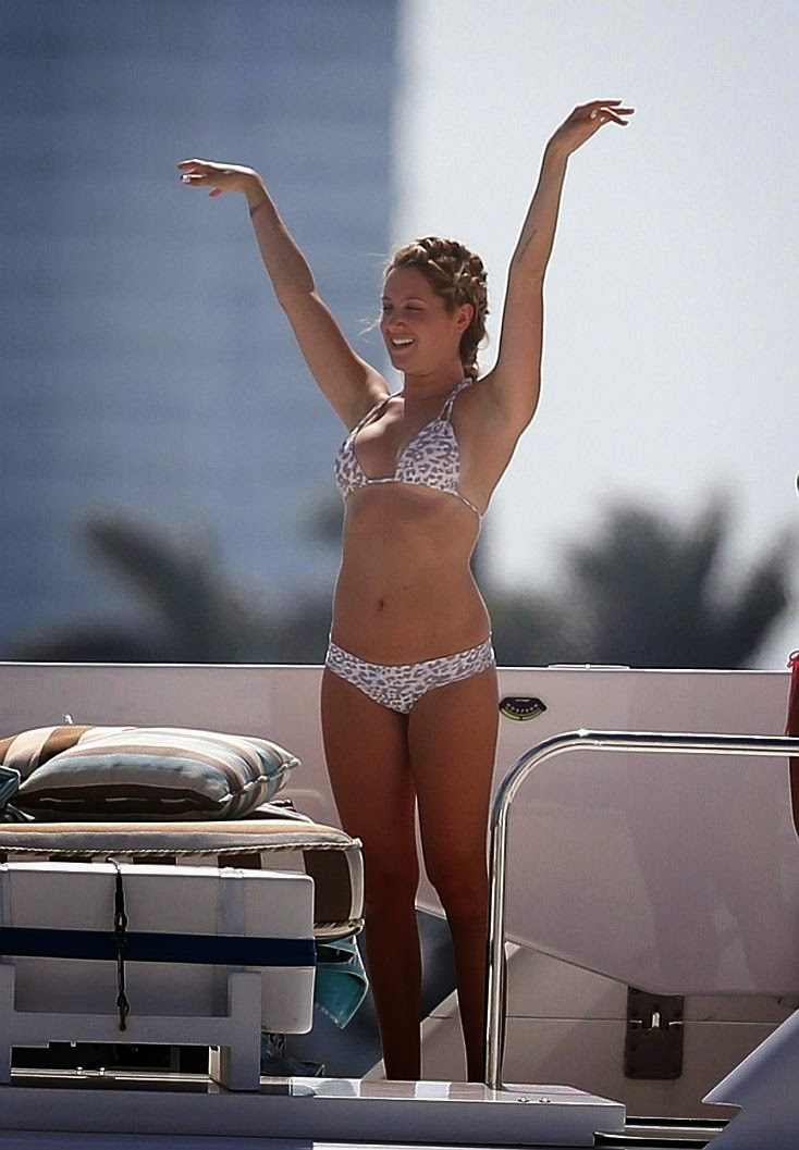 Ashley Tisdale wasted no time to stripping down with her female friends for yacht vacation on Saturday, May 17, 2014 at Miami, FL, USA.
