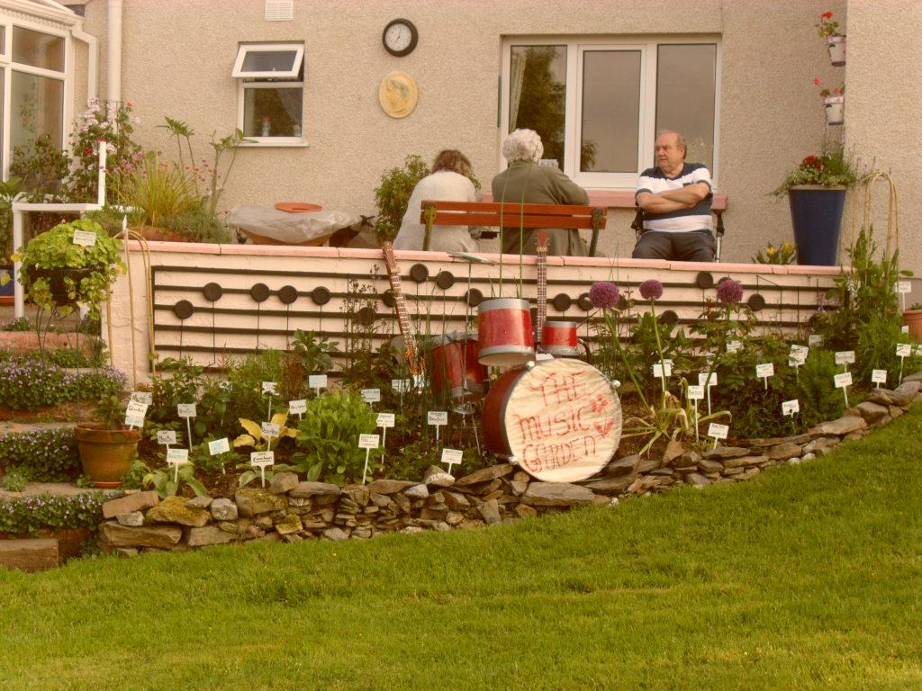 CLWB GARDDIO RHYDLEWIS & DISTRICT GARDENING CLUB: Garden Visit June 2013