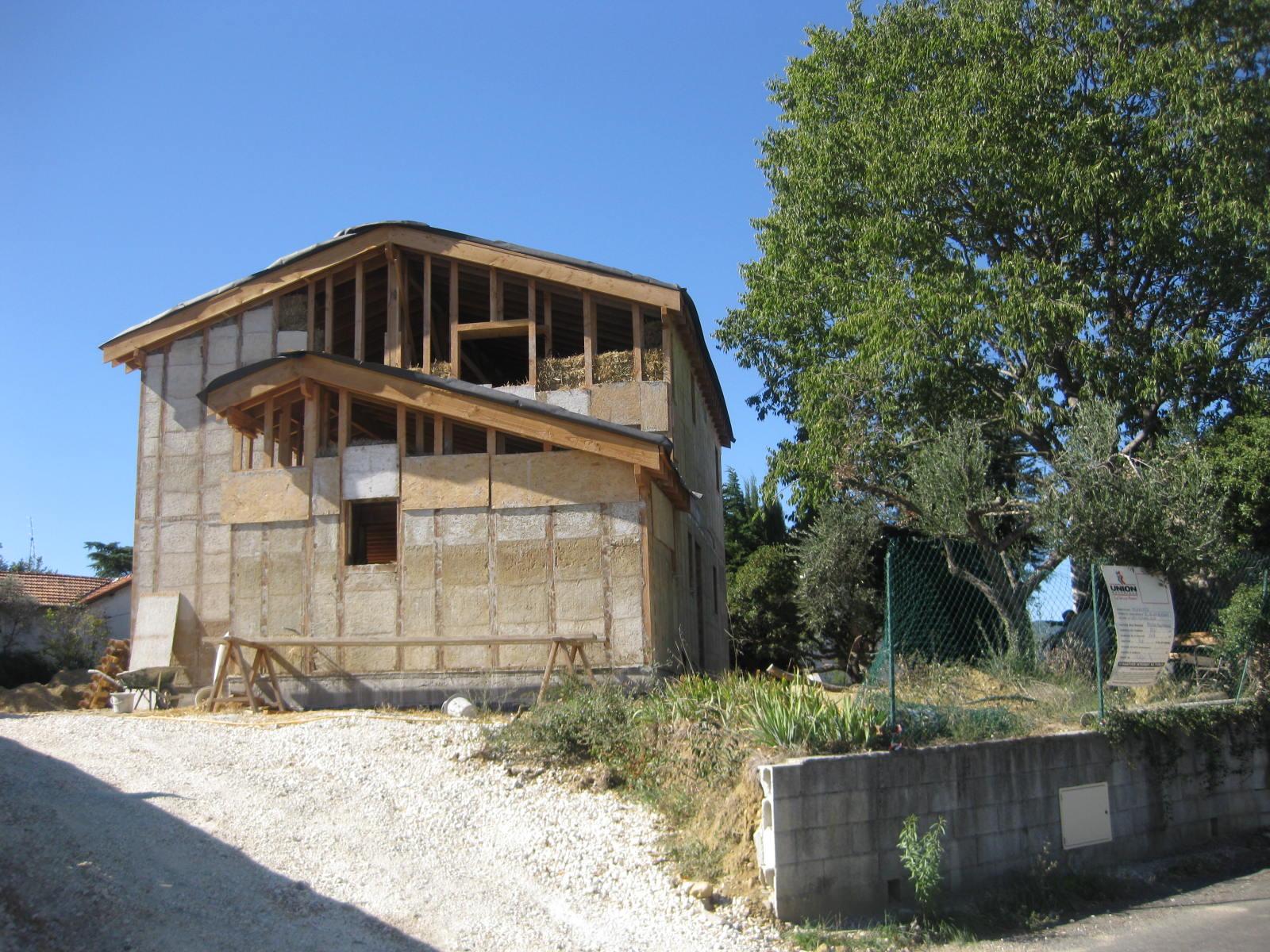 Cimbano ales 11 ottobre a tre mesi dall 39 inizio for Tre case di pietra