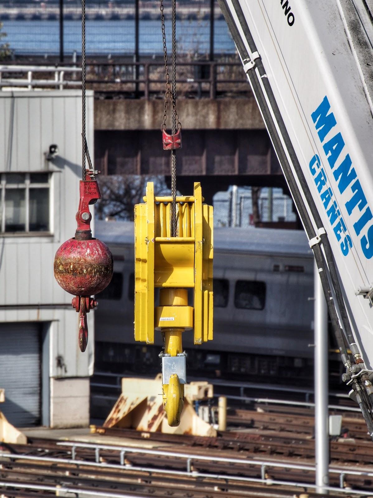 Hanging Out #crane  #twohooks #hudsonyard #mantiscrane #nyc #construction #LIRR #trains 2014