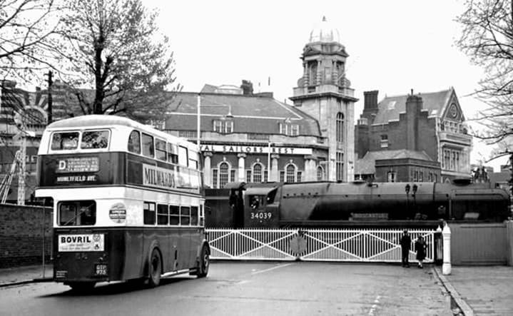 Bus by Dockyard Crossing
