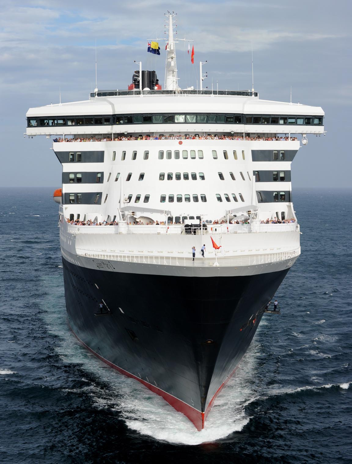 Travellers 39 good buys cruise fremantle queen mary 2 new for Garderobe queen mary 2