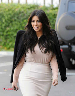 Kim Kardashian Pictures in Stylish Short Dress in Los Angeles 0001